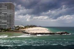 劳德代尔堡,佛罗里达-海滩和摩天大楼 图库摄影
