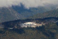 劳拉横越全国的滑雪和两项竞赛中心 2014 2018场杯子比赛奥林匹克俄国索契冬天世界 图库摄影