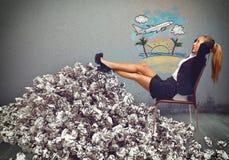 劳累过度的女实业家梦想假日 库存图片