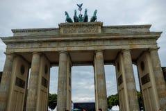 勃兰登堡的门的肢在有多云天空的柏林,德国 免版税图库摄影