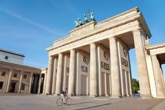 勃兰登堡门和自行车,柏林 图库摄影