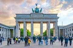 勃兰登堡门在日落,柏林,德国的Brandenburger突岩 免版税库存图片