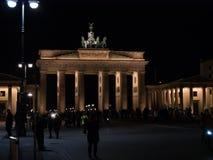 勃兰登堡门在柏林,德国在晚上,被阐明 免版税库存照片