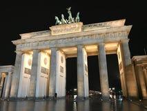 勃兰登堡门夜视图 免版税库存照片