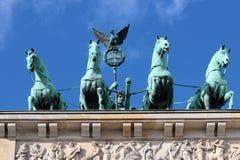 勃兰登堡门(Brandenburger突岩),著名地标在柏林,德国,被重建在18世纪末期作为一新古典主义的triump 库存图片
