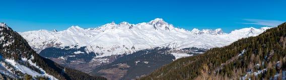 勃朗峰全景在萨瓦省,法国,高山在阿尔卑斯和在欧洲西部 图库摄影