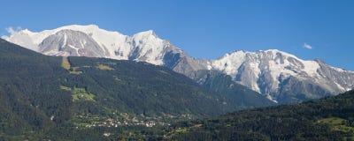 勃朗峰和Domes de Miage 库存图片