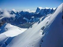 勃朗峰多雪的倾斜  图库摄影