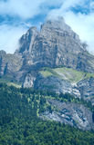 勃朗峰山断层块夏天视图。 库存图片