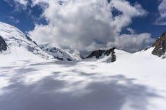 勃朗峰断层块的美好的庄严风景在6月 图库摄影