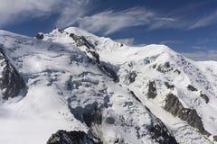 勃朗峰的山顶在一个美好的晴天 修改 免版税库存照片