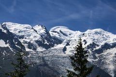 勃朗峰的看法在一个美好的晴天 修改 免版税库存照片