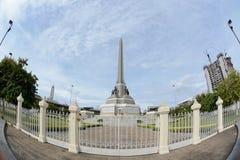 勇敢平民创建了崇拜的中断的争议法国纪念碑警察战士泰国对胜利 图库摄影