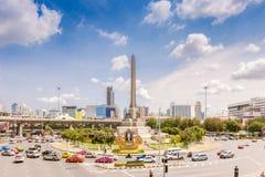 勇敢平民创建了崇拜的中断的争议法国纪念碑警察战士泰国对胜利 免版税图库摄影