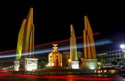 勇敢平民创建了崇拜的中断的争议法国纪念碑警察战士泰国对胜利 库存图片