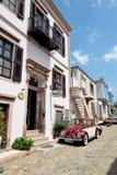巴勒克埃西尔,土耳其- 2015年5月18日:老旅游镇, Cunda Alibey海岛, Ayvalik一条狭窄的街道  它是Th的一个小海岛 免版税库存照片
