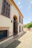 巴勒克埃西尔,土耳其- 2015年5月18日:近一个老希腊样式房子由Cunda Alibey海岛, Ayvalik海岸  它是一个小海岛 库存照片