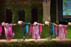 巴勒斯坦传统舞蹈在露天舞台 图库摄影
