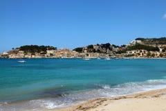 索勒海滩有小船的马略卡 免版税库存照片