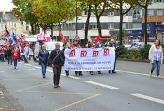 勒芒,法国-双十国庆, 2017年:人们展示在罢工期间反对新的法律 免版税库存图片