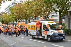 勒芒,法国-双十国庆, 2017年:人们展示在罢工期间反对新的法律 免版税库存照片