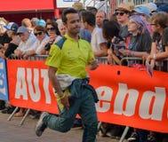 勒芒,法国- 2017年6月11日:葡萄牙赛车手佩德罗拉米赛跑在游行的阿斯顿・马丁飞行员赛跑期间 免版税库存图片