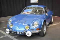 勒芒,法国- 2014年4月26日:雷诺高山汽车modele 110在博览会葡萄酒和经典汽车的Berlinette V85 库存照片