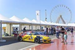 勒芒,法国- 2017年6月18日:黄色sportcar保时捷911的博览会 免版税库存照片