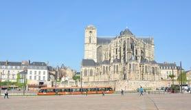 勒芒,法国- 2017年4月03日:圣徒Julien罗马大教堂勒芒的萨尔特省,卢瓦尔河地区,法国 库存图片
