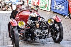 勒芒,法国- 2014年6月13日:游行飞行员赛跑 摩根Darmont汽车的介绍 库存照片
