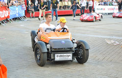 勒芒,法国- 2014年6月13日:跑车的孩子的在游行飞行员赛跑 图库摄影
