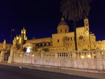 巴勒莫大教堂在晚上 库存照片