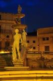 巴勒莫广场liberta正方形在夜之前 意大利西西里岛 免版税库存照片