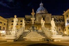 巴勒莫,意大利- 2009年10月13日:广场Preto大理石象  库存照片