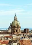 巴勒莫,老镇都市风景有圆顶的 库存照片