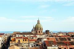 巴勒莫,老镇都市风景有圆顶的 库存图片