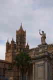 """巴勒莫, ITALY†""""2017年1月03日:其中一种城市-巴勒莫大教堂的主要吸引力 大厦惊人的建筑学  免版税图库摄影"""