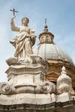 巴勒莫-大教堂圆屋顶或中央寺院和圣塔罗萨莉娅 免版税库存照片