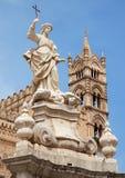 巴勒莫-大教堂塔或中央寺院和圣塔罗萨莉娅 免版税库存照片