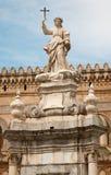 巴勒莫-大教堂或中央寺院和圣塔罗萨莉娅 免版税图库摄影