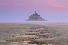 勒蒙圣米歇尔在诺曼底,日出的法国 库存图片