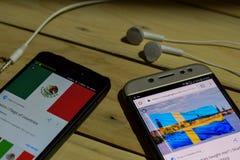 勿加泗,西爪哇省,印度尼西亚 2018年6月26日:墨西哥对在智能手机屏幕上的瑞典 当查寻象足球或橄榄球在查寻 免版税库存照片