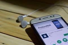 勿加泗,西爪哇省,印度尼西亚 2018年7月04日:ProtonMail -在智能手机屏幕上的被加密的电子邮件dev应用 ProtonMail - Encr 库存照片