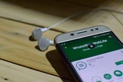 勿加泗,西爪哇省,印度尼西亚 2018年7月04日:WhatsWeb WebLite在智能手机屏幕上的dev应用 WhatsWeb WebLite freewar 免版税库存照片