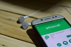 勿加泗,西爪哇省,印度尼西亚 2018年7月04日:Whoscall -在智能手机屏幕上的来电显示&块dev应用 Whoscall -访问者 库存图片