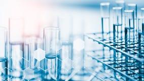 包含化工液体的实验室玻璃器皿 免版税图库摄影