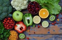 包含抗坏血酸,维生素C的产品的构成-柑橘,花椰菜,硬花甘蓝,甜椒,猕猴桃,狗上升了, tomatoe 图库摄影