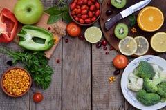 包含抗坏血酸,维生素C的产品的构成-柑橘,花椰菜,硬花甘蓝,甜椒,猕猴桃,狗上升了, tomatoe 免版税库存图片