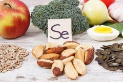 包含硒、维生素和饮食纤维,健康营养概念的食物 库存图片