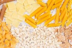 包含碳水化合物和饮食纤维,健康营养的产品和成份 库存照片